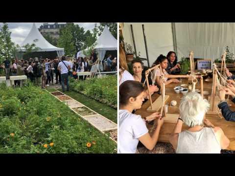 """Des vaches et des fleurs en plein Paris pour """"célébrer la biodiversité"""" et l'agriculture urbaine"""