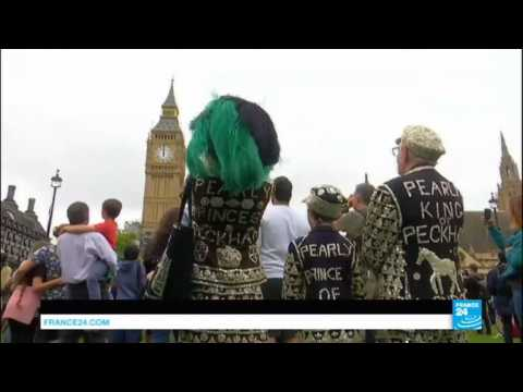 UK - Big Ben sounds its midday bongs for the last time in four years... and it upsets many Brits!