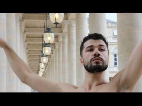 Le danseur syrien qui défiait Daech à Palmyre se produit à Paris