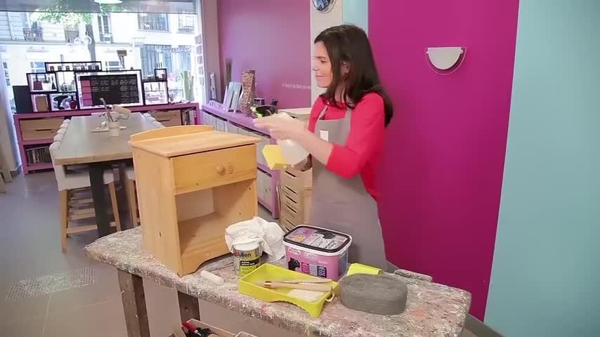 comment peindre un meuble en bois brut video sur decofr - Technique Pour Peindre Un Meuble En Bois
