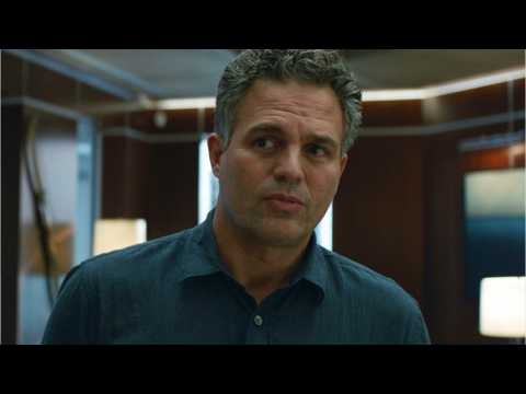 Mark Ruffalo Posts Pic Of  'Avengers: Endgame' Stars Behind-The -Scenes