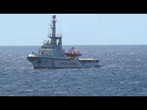 Migrant rescue ship with 147 migrants arrives off Lampedusa (2)