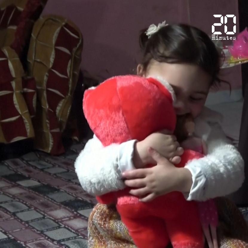 Syrie: Après leur vidéo virale, une nouvelle vie en Turquie pour la petite Salwa et son père