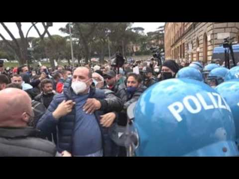 Traders protest in Rome over restrictions due to Covid-19