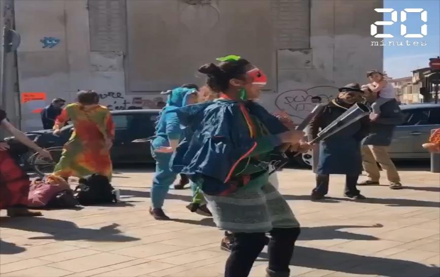 Coronavirus : « Rendez-nous la teuf », 6500 personnes défilent à Marseille pour le carnaval de la Plaine