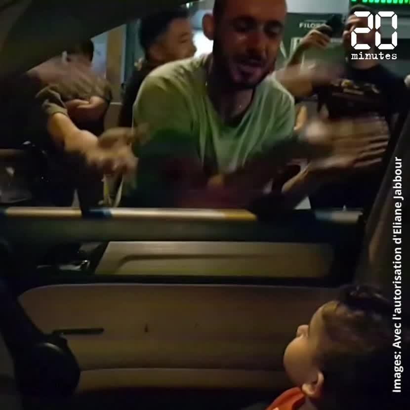 Liban: Des manifestants chantent «Baby shark» à un enfant apeuré
