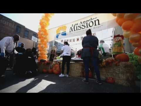 Los Angeles Mission offers homeless Thanksgiving food and basic necessities