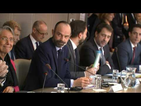 French PM chairs daily government meeting on coronavirus crisis
