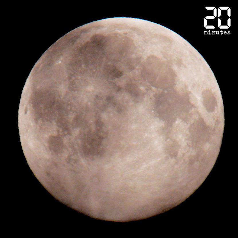 «Super Lune rose»: Plus grosse et plus brillante, elle a éclairé le ciel