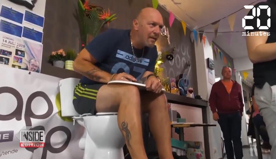 Le Rewind: Un Belge établit le record du monde du temps passé sur des toilettes