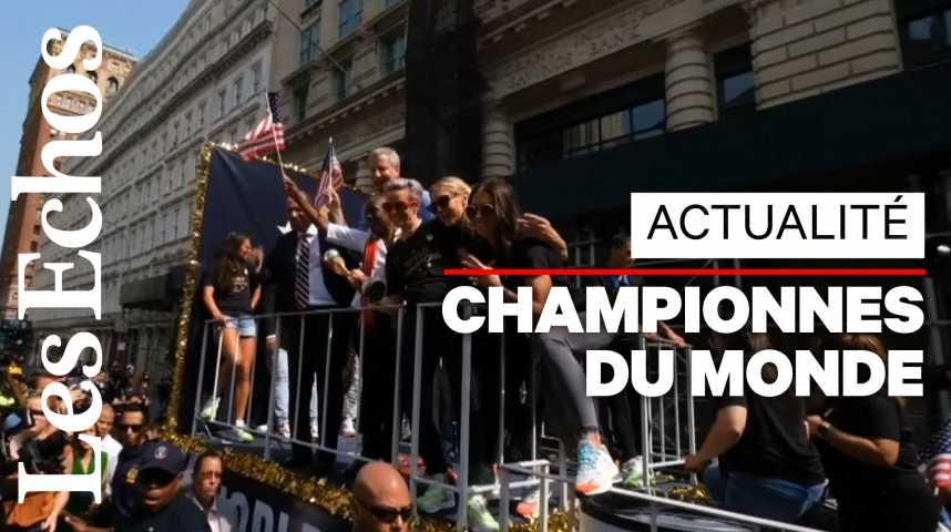 Illustration pour la vidéo Les championnes du monde de football acclamées par la foule à New York