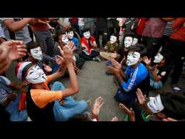 Iraqi students take to the streets in anti-government protests