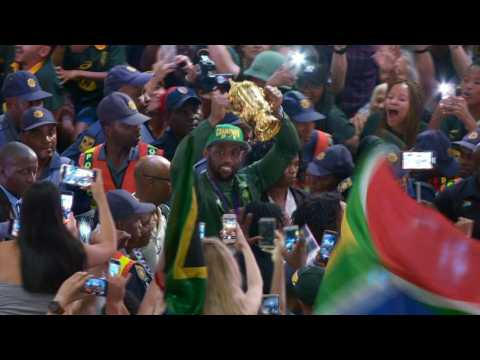 South Africans sing and dance as Springbok heroes return