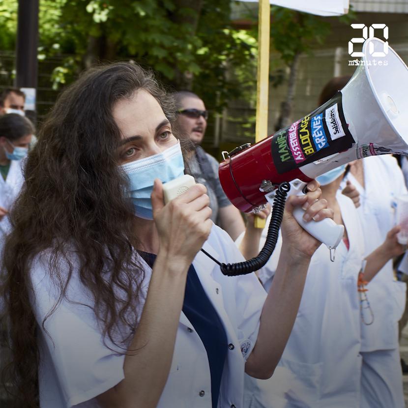 Des centaines de manifestants devant l'hôpital Robert Debré à Paris