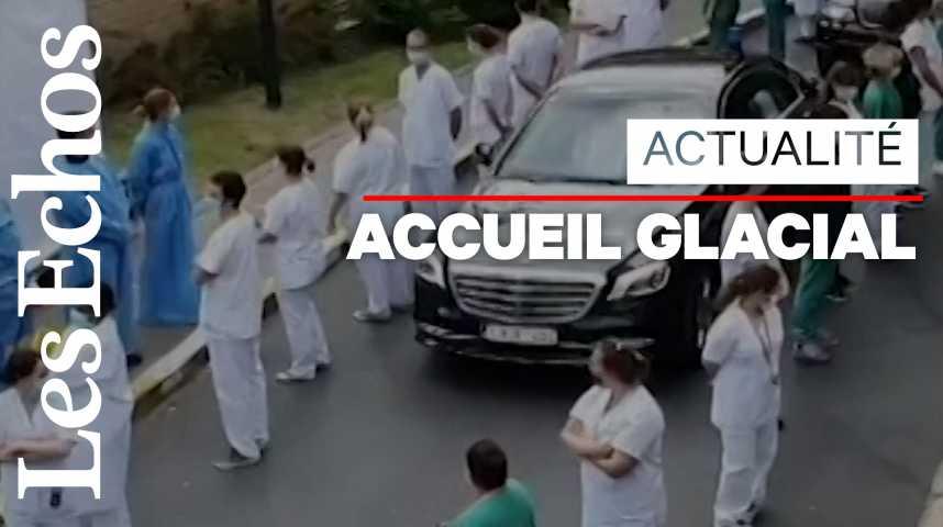 Illustration pour la vidéo «Haie de déshonneur» pour la Première ministre belge en visite dans un hôpital