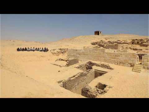 Giza: 4,500-Year-Old Ancient Tombs Found