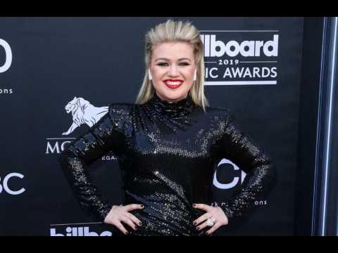 Kelly Clarkson wants her son to marry John Legend's daughter