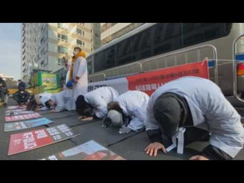 Protesters call for South Korea's businesses to reopen amid Covid-19 pandemic