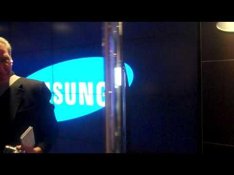 The Samsung 9000 3D TV -- Just how thin is it?