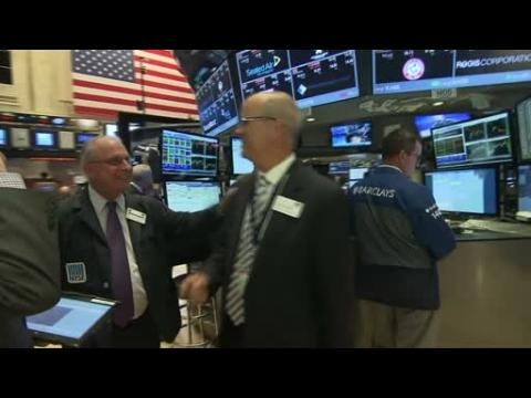 Markets' rebound fizzles; Dow falls 200 points