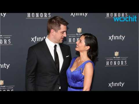 Olivia Munn Clears Engagement Rumors to Aaron Rodgers With Hilarious Texts From Her Mom