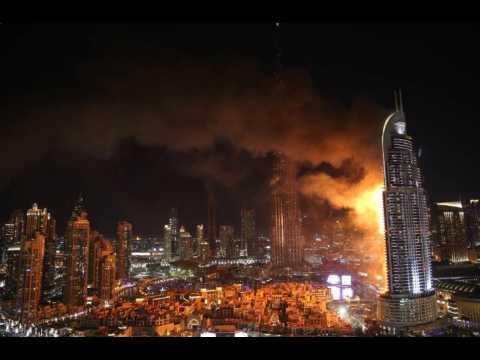Un impressionnant incendie ravage un gratte-ciel à Dubaï