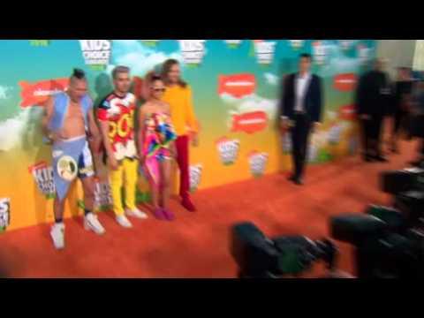 Stars arrive at Kids' Choice Awards
