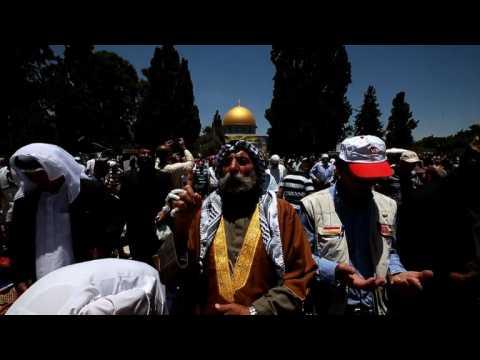 Muslims flock to Al-Aqsa compound for final Ramadan prayers