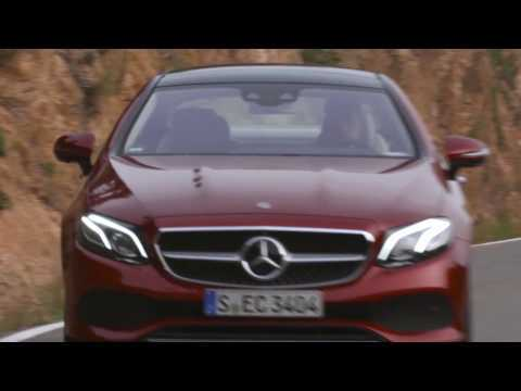 The new Mercedes-Benz E 220 d 4MATIC Coupe Driving Video in Hyacinth Red Metallic | AutoMotoTV
