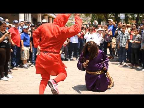 Devils cleanse the sins of Salvadoreans during Holy Week