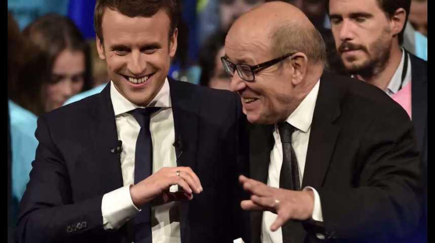 Illustration pour la vidéo Sécurité : Macron s'affiche avec Le Drian et attaque Le Pen et Fillon