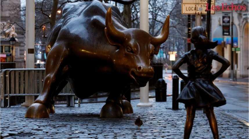 Illustration pour la vidéo A New York, la statue d'une jeune fille rejoint le taureau de Wall Street