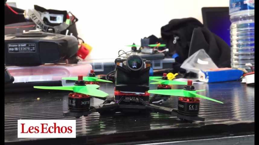 Illustration pour la vidéo Une course de drones sur le Parvis de l'Hôtel de Ville à Paris