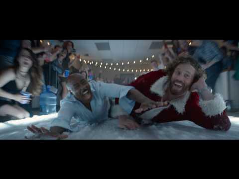 Jennifer Aniston, Olivia Munn, Jason Bateman In 'Office Christmas Party' Trailer 2