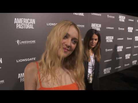 Dakota Fanning Raves About Ewan McGregor