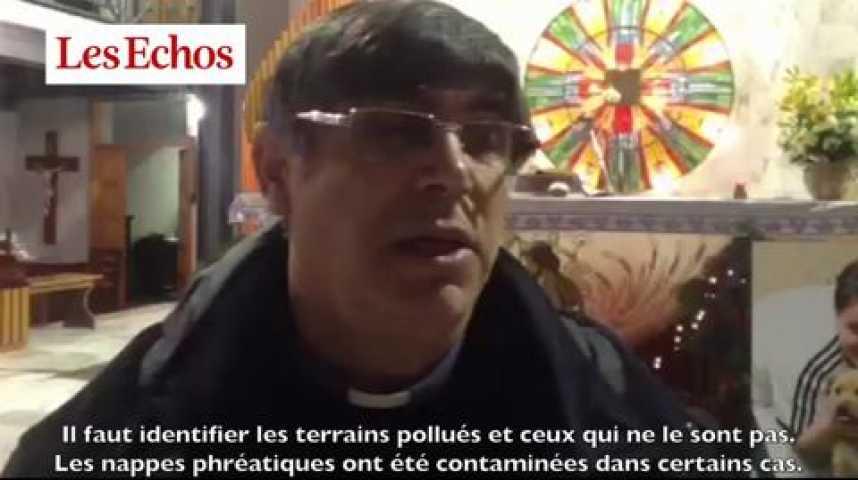 Illustration pour la vidéo Don Patriciello, prêtre à Naples : les agriculteurs ne savent pas s'ils doivent continuer à semer