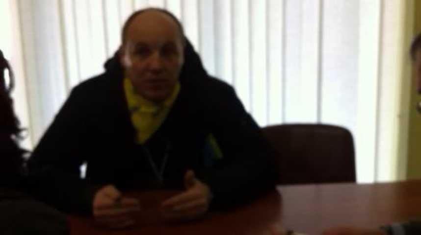 Illustration pour la vidéo Interview en anglais du leader du comité de coordination