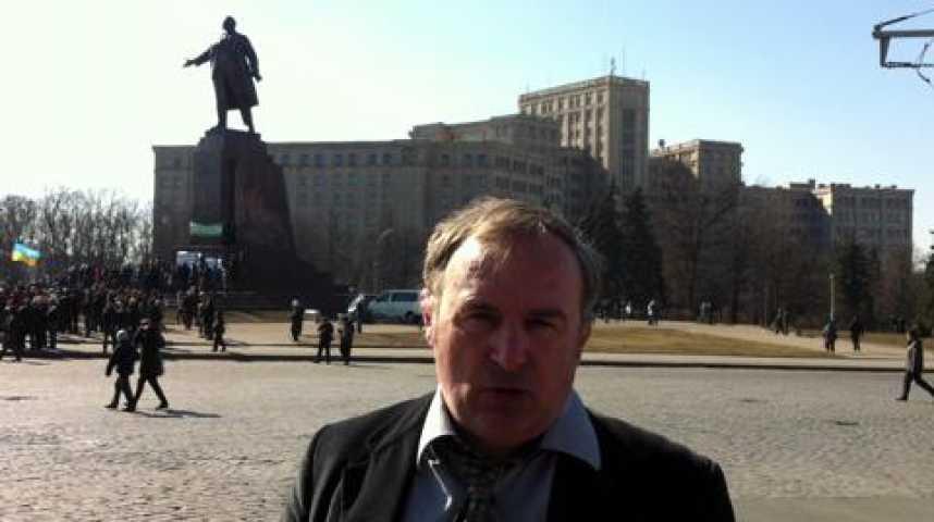 Illustration pour la vidéo Billet devant la statue de Lénine à Kharkiv