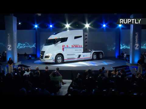 This is the Nikola One - A Hydrogen-Powered Semi with Zero Emissions