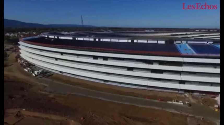 Illustration pour la vidéo Le campus géant d'Apple à Cupertino vu d'un drone