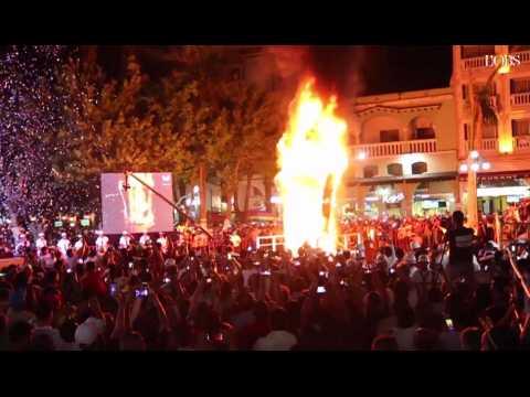 Pour lancer leur carnaval, les Mexicains brûlent le mur de Trump
