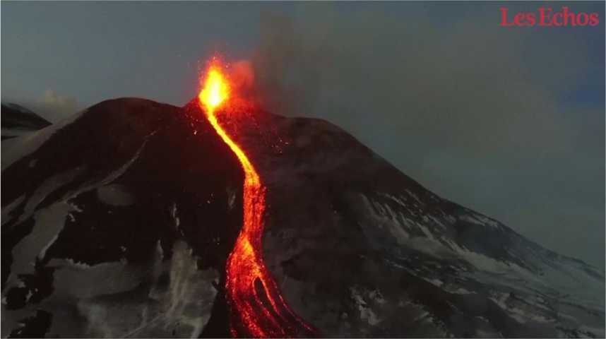 Illustration pour la vidéo La spectaculaire éruption de l'Etna filmée par un drone