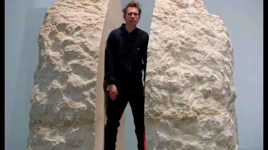 Illustration pour la vidéo Abraham Poincheval est sorti après 8 jours dans un rocher