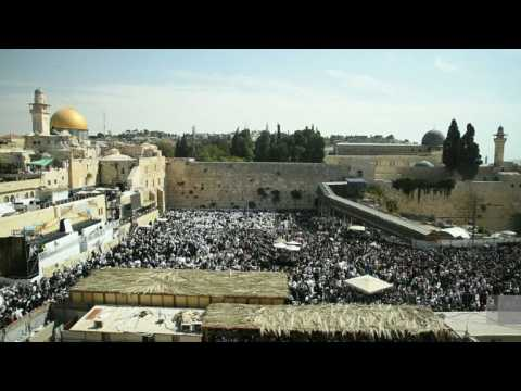 Thousands of Jewish worshippers pray at Western Wall