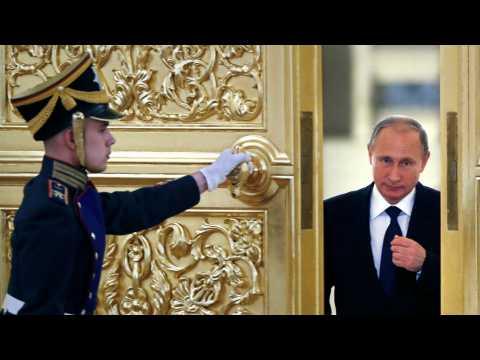 Raids russes en Syrie : la polémique enfle, Poutine attendu à Paris