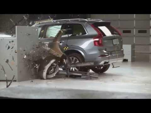 The Volvo XC90 in the small overlap crash test of the US Institute for Traffic Safety | AutoMotoTV