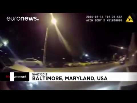 USA: 'Pokemon-playing driver' hits police car