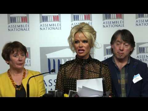 Pamela Anderson urges French legislators to ban foie gras