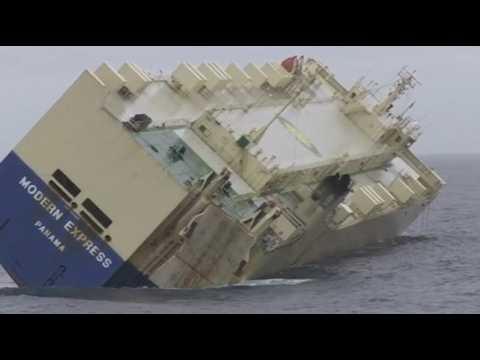 L'exceptionnel remorquage du cargo Modern Express donne le vertige