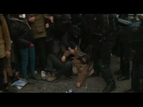 Paris : évacuation musclée de migrants dans le lycée Jean Jaurès